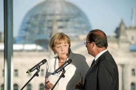 Merkel y Hollande urgen a Grecia a «cumplir» para seguir en el euro