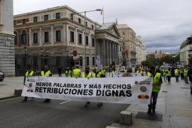 Unos 200 militares se manifiestan para exigir retribuciones «dignas»
