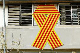 Bosch prepara una norma para evitar los lazos por el catalán en centros educativos