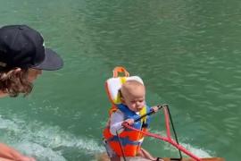 Rich, el bebé que hace esquí acuático con 6 meses