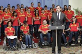 Mariano Rajoy junto al equiop paralímpico español