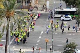 Las protestas de la EMT cortan el tráfico en Palma