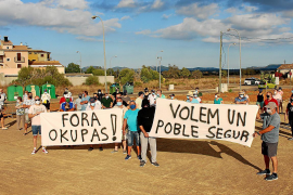 Campos lidera una ofensiva municipalista contra la 'okupación' de casas en los pueblos