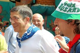 Patxi López censura al PNV «que persiga los mismos objetivos que Bildu»