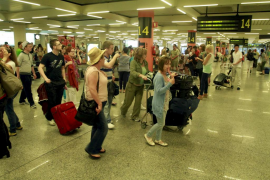 Los aeropuertos de Baleares baten récord  histórico de viajeros en un mes
