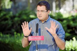 López: «Rajoy gobierna para los que ganan 8.000 € al mes y para el Opus Dei»