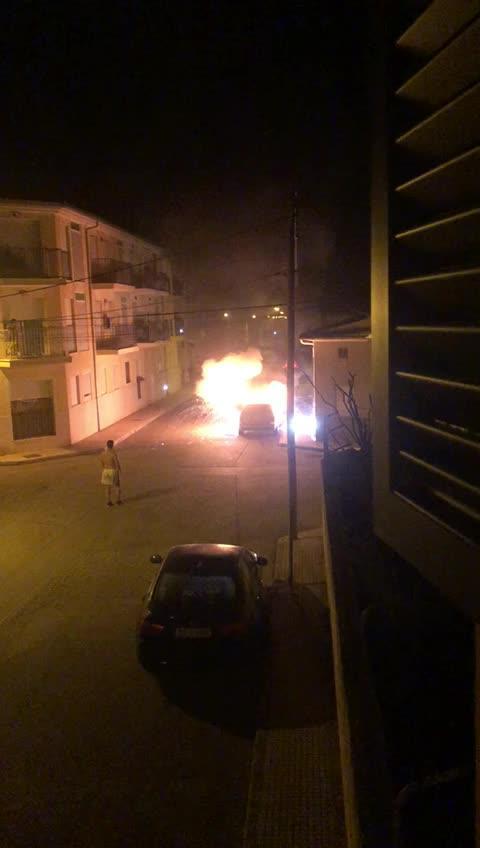 Arde un coche en Campos