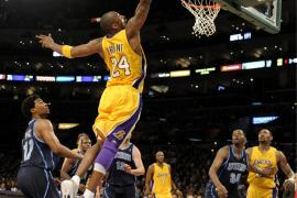 Bryant seguirá tres temporadas más con los Lakers