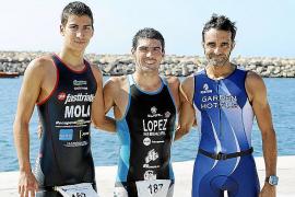 Carlos López se corona en el Aquatlón Puerto Portals