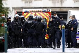 Detenidos dos sospechosos por el ataque con dos heridos cerca de la antigua sede de 'Charlie Hebdo'