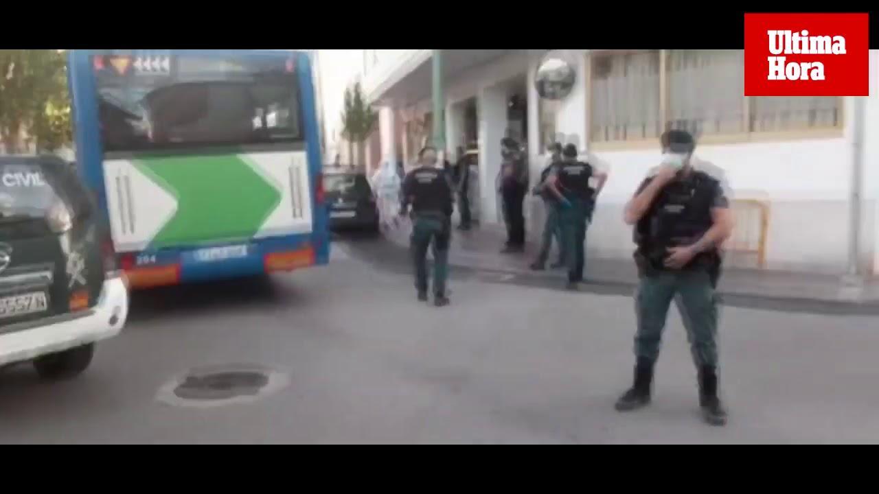 Revuelo en el Arenal ante la llegada de los primeros pacientes al hotel COVID