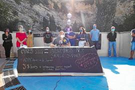Las asociaciones de profesores y de padres de alumnos ofrecieron la rueda de prensa en un espacio abierto como el Parque Reina Sofía