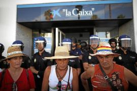 En libertad los once detenidos por ocupar un banco en la marcha del SAT
