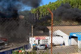 Incendio en autocares Pujol en Andratx