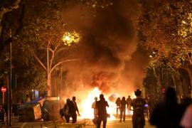 Tensión y quema de contenedores en las concentraciones en apoyo a Torra