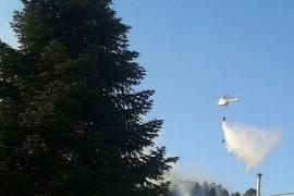 Cuatro medios aéreos trabajan en un nuevo incendio forestal en Esporles