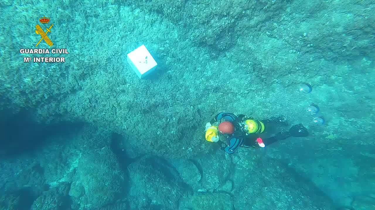 Los GEAS recuperan del mar una caja fuerte que había sido robada en Felanitx