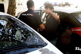 La policía detiene a dos jóvenes a los que acusa de ser los pirómanos de Son Vida