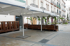 Bares y restaurantes de la Plaza del Parque y Vara de Rey, al borde del cierre
