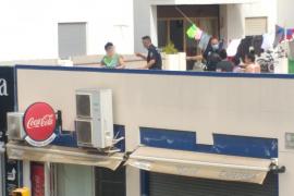 Una mujer, herida grave por el impacto de una mesa que salió volando en Ibiza