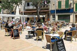 El Ajuntament de Sóller aprueba rebajar la tasa de terrazas y valora reducir la de basuras