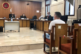 Un hombre acepta cinco años de cárcel por apuñalar a su vecino en Manacor