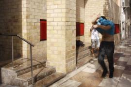 Libres con cargos los guardias civiles del aeropuerto acusados de quedarse con droga