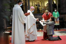 El obispo consagra a la soprano Gloria Berón en la Seu