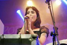 El estilo ochentero y futurista de Sofia conquista el Pop Rock