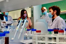 Armengol se compromete a «seguir implicándose» en apoyar a la ciencia y a la investigación