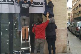 La Casa Obrera: Vecinos de Palma «recuperan» una antigua oficina bancaria para la «lucha social»
