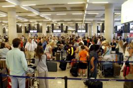 La exigencia del certificado de residente para viajar se estrenó ayer con normalidad