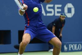 Djokovic barre a  Benneteau y alcanza los octavos