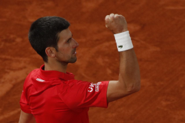 Djokovic evita la remontada y vence a Tsitsipas para desafiar a Nadal