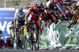 El italiano Cataldo gana  la 'etapa reina' y 'Purito' Rodríguez es más líder