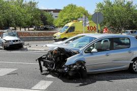 Dos hospitalizados tras colisionar dos coches en la carretera de Valldemossa