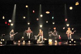 'Lamparetes' ilumina la carrera de Antònia Font con un disco de oro