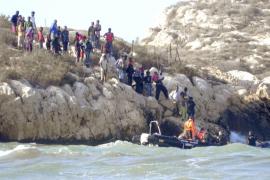 España y Marruecos desalojan a los inmigrantes ilegales del peñón Isla de Tierra