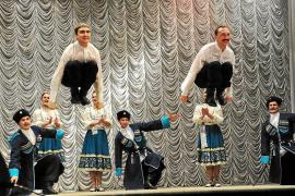 'Los cosacos de Taras Bulba' muestran su cultura en Ciutat a través del baile