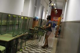 Los docentes podrán reducir su jornada para cuidar a convivientes en cuarentena