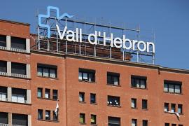 Hallan a un anciano muerto en un lavabo del Hospital Vall d'Hebron