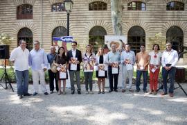 Salom elimina los 'ministrils' de la Diada y reparte 5.000 pulseras con la bandera de Mallorca