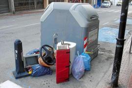 Santa Eulària gasta 200.000 € al año en retirar las basuras mal depositadas