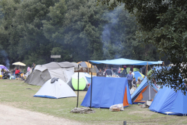 Denuncian una oleada de actos vandálicos en  la zona de acampada de Lluc
