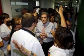 Protesta por la detención de una médico en Son Espases