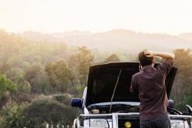 Seis trucos para bajar la temperatura del motor del coche si se calienta en exceso