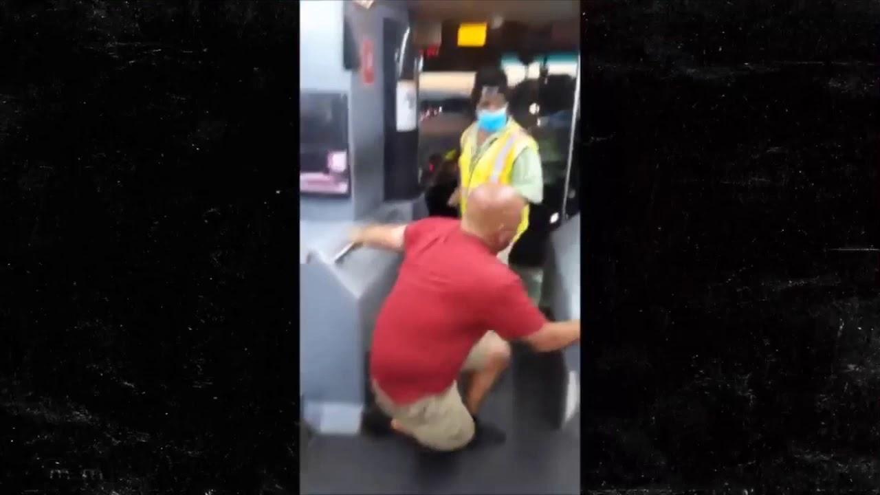 Pelea a puñetazos entre un conductor de autobús y un pasajero