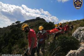Bomberos de Mallorca rescatan a una senderista que ha sufrido una torcedura de tobillo en Alcúdia