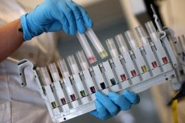 Reino Unido prevé comenzar la vacunación a final de año, según 'The Times'