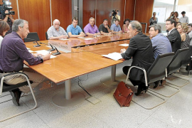 IBIZA REUNION CONSELL Y AYUNTAMIENTOS CON RENT A CAR COCHES DE ALQUIL
